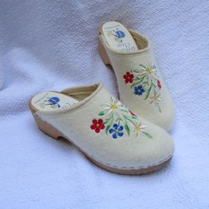 Gretel's Clogs Sweden Felted Embroidered Wooden